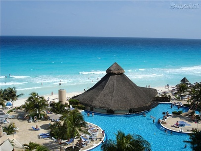 Cancun All-Incl. Beachfront Family Resort w/Golf, Save 35%